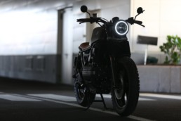 close up photography of parked motorcycle
